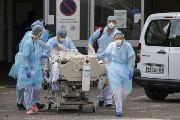 中共肺炎 法國首建野戰醫院協助重症者