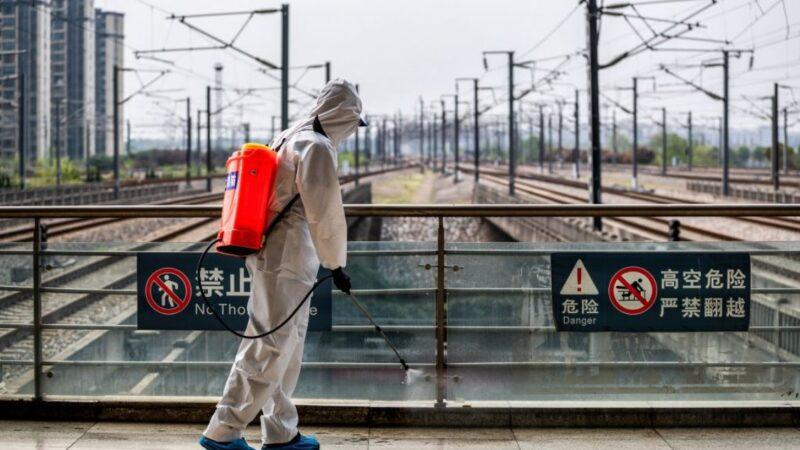 湖北武汉宣布将陆续解封 医生亲友群发危险警告