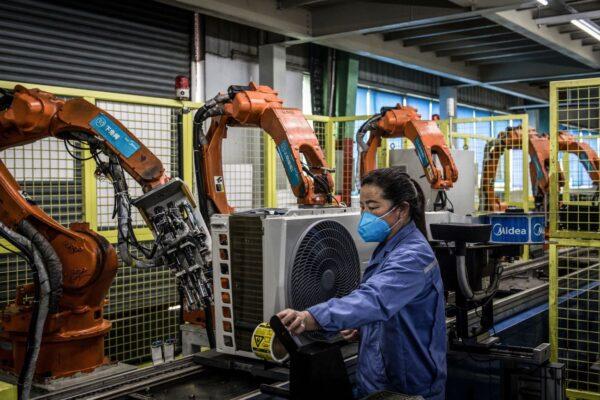 中国制造业遭遇二次冲击 专家:最糟糕的时刻还没到来
