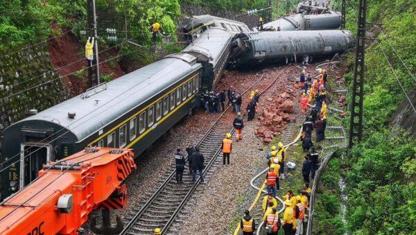 湖南列車出軌致百餘人死傷 搬運屍體畫面曝光(視頻)