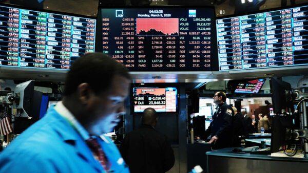 纽约股市暴跌一度停盘 全球股市一片哀鸣