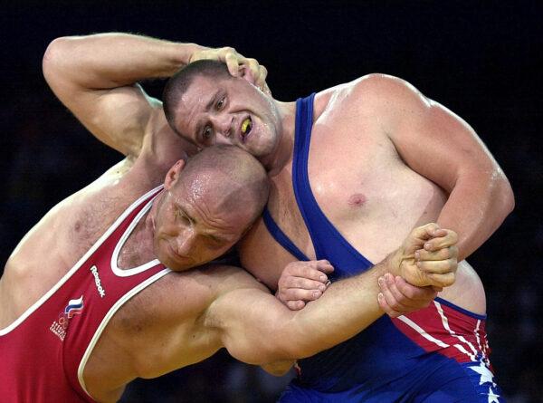 最懸殊的摔跤決賽 農夫戰勝世界常勝冠軍——體壇難忘瞬間(十四)