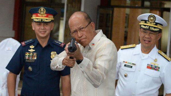 菲律宾参谋总长染疫 国防部长隔离