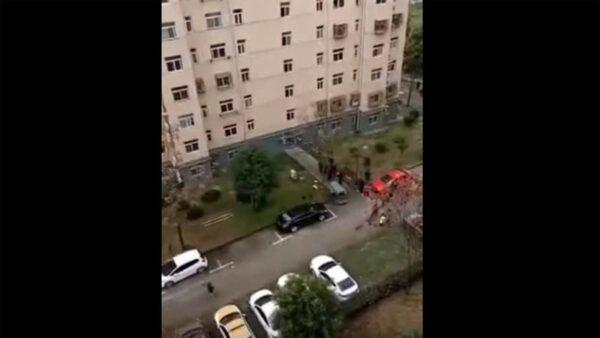 武漢兩孤寡老人攜手跳樓 傳因封戶斷糧(視頻)