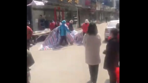湖北慘劇!小孩餓死家中多日 屍體發臭(視頻)