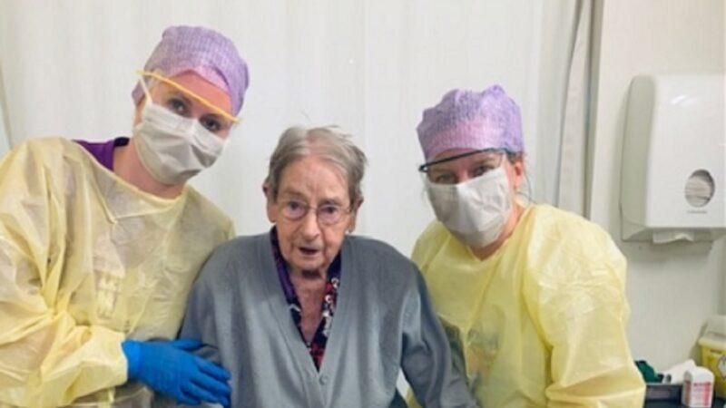 百歲老人染中共肺炎後康復 醫院人員深受鼓舞