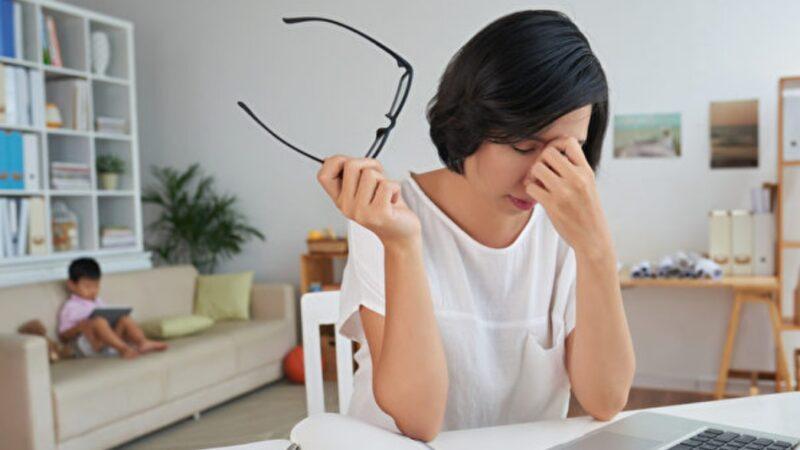 研究:「坐」超過8小時 提升憂鬱情緒