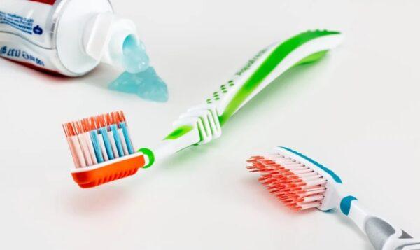 """""""牙刷3个月要换""""是真的吗?(图)"""