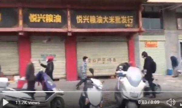 """鄂州现恐慌性抢购粮油  当局""""辟谣""""无果强制关店"""