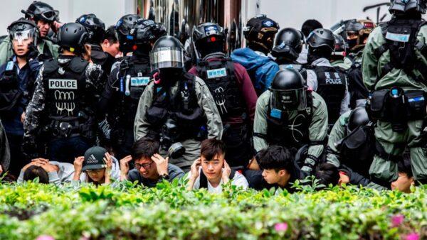 """【疫情最前线】香港警长危殆 武汉再现""""路倒"""" 埃及索偿10兆美元"""