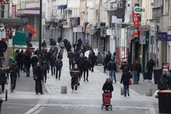 巴黎郊區14萬片口罩卸貨 遭警逮個正著