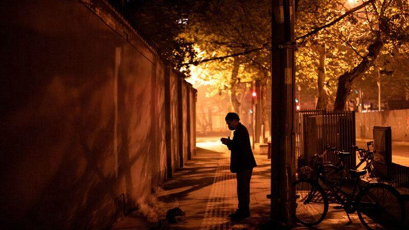 组图:清明节禁扫墓 武汉人各种街头祭典曝光