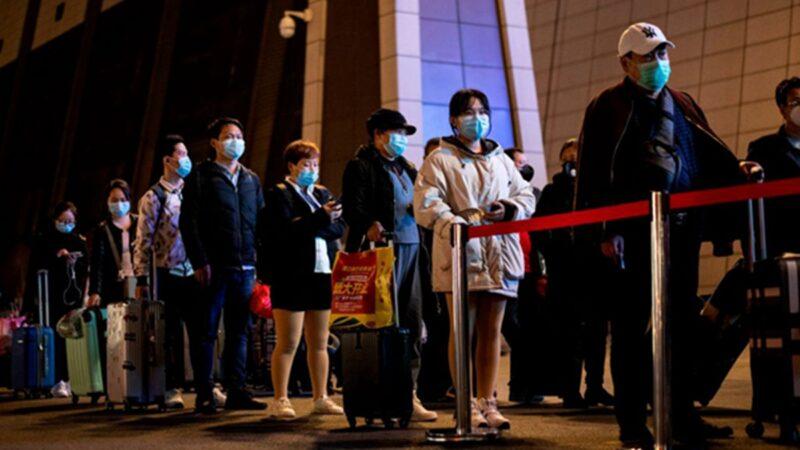 组图:武汉解封 逾5万人连夜出逃