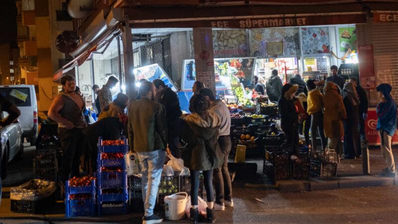 無預警宵禁引恐慌 土耳其民眾為麵包大打出手