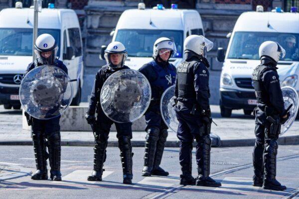騎士與警車相撞 引布魯塞爾街頭暴動43人被捕