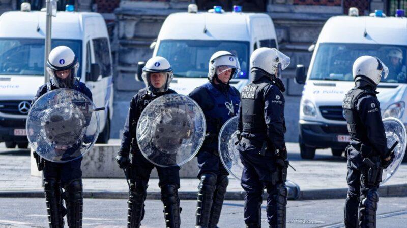 骑士与警车相撞 引布鲁塞尔街头暴动43人被捕