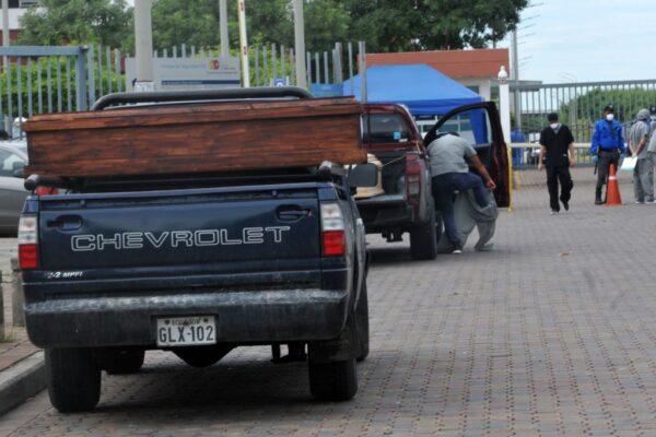中共病毒 厄瓜多尔传医院厕所堆叠遗体