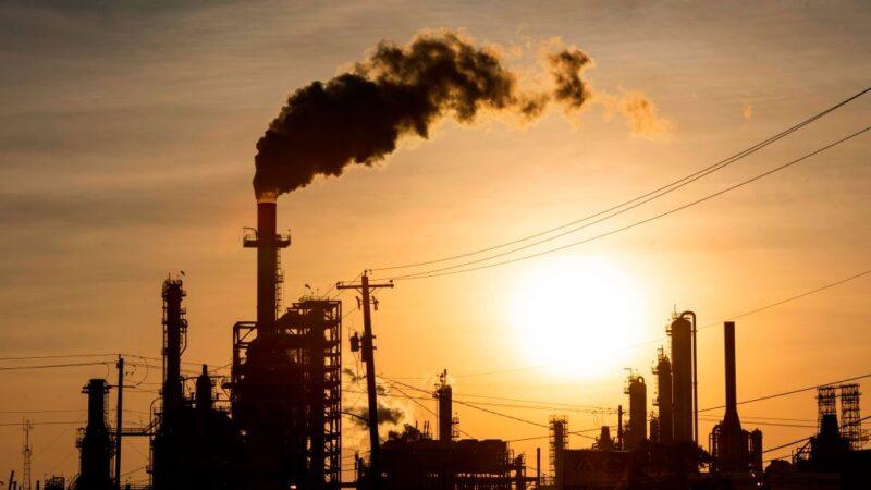 油价跌不止 亚洲早盘西德州原油跌逾14%