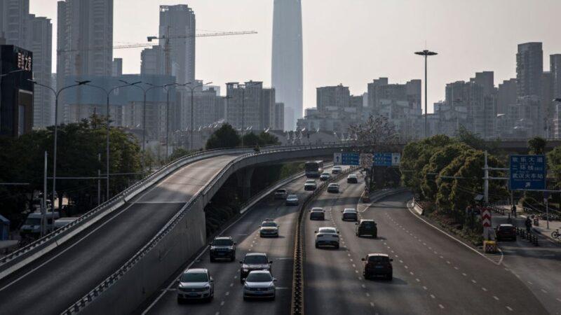 中国高速路收费暴涨 民间现拦路收费乱象