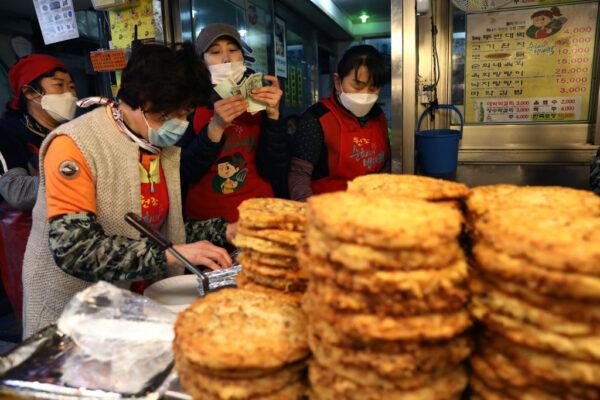 中共肺炎 韩国连6天在50例以下 二度确诊达124人