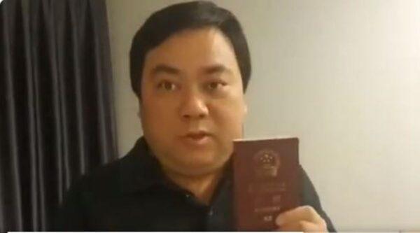 華人回國遭中使館阻撓 手舉護照怒嗆吳京(視頻)