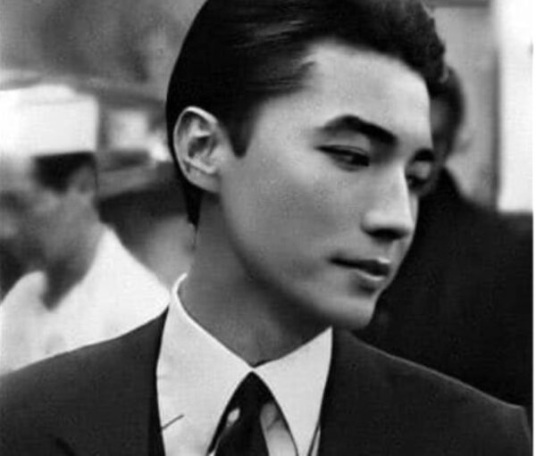 """""""亚洲第一美男""""尊龙从孤儿到巨星 彷如戏剧人生"""