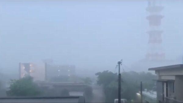 猛烈大雨破紀錄 沖繩多處淹水千宅停電
