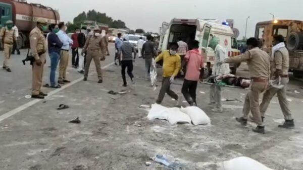 疫情返乡悲剧 印度外地移工遇车祸至少39人伤亡