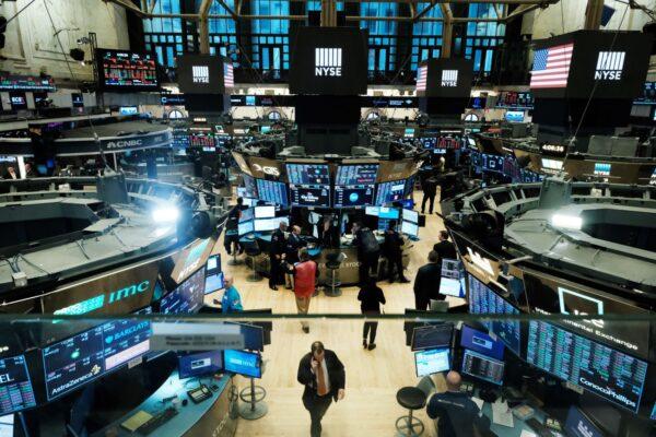 尽管中美贸易局势紧张 美股周五略升 油价上扬