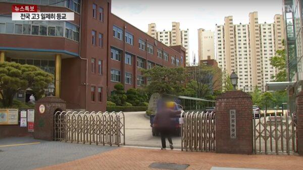 韓恢復到校上課首日 兩名學生確診75所學校急叫停