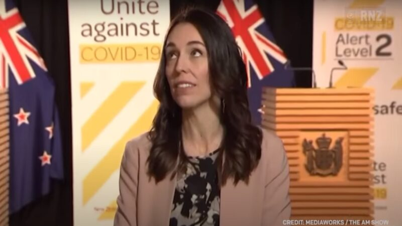 新西兰近海5.9地震 阿尔登直播中淡定继续讲(视频)