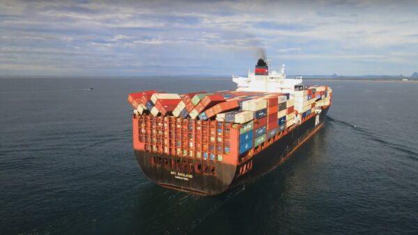 中國往澳洲貨輪遇巨浪 40只貨櫃墜大海口罩沖上岸