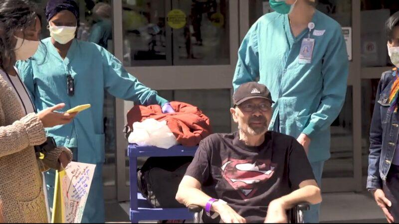 染疫多重器官衰竭瀕死 西雅圖70歲翁穿超人T恤出院