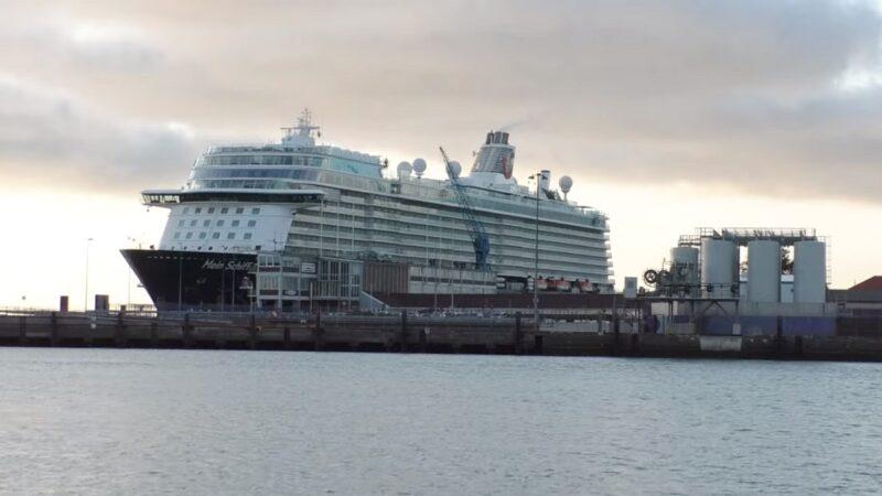 停靠德国港口邮轮 一船员染疫全船近3000人隔离