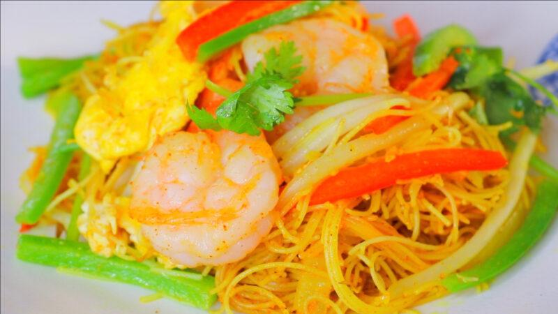 【美食天堂】星洲米粉 —— 大家可能会以为它是来源于星加坡,但其实它是一道粤菜,咖喱炒米粉。