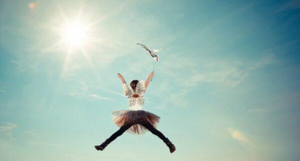两个能飞的小孩 年龄越小超能力越强(组图)