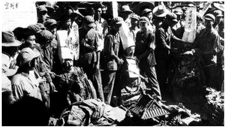 觸目驚心 文革中紅衛兵破壞文物的瘋狂舉動(圖)