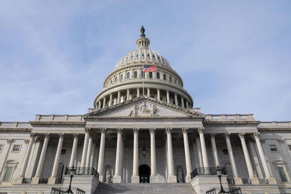 從美國國會大廈為慶祝法輪大法日懸掛國旗說起