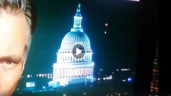 """直播中拍到了UFO  如此频繁、如此公然""""露面""""(视频)"""