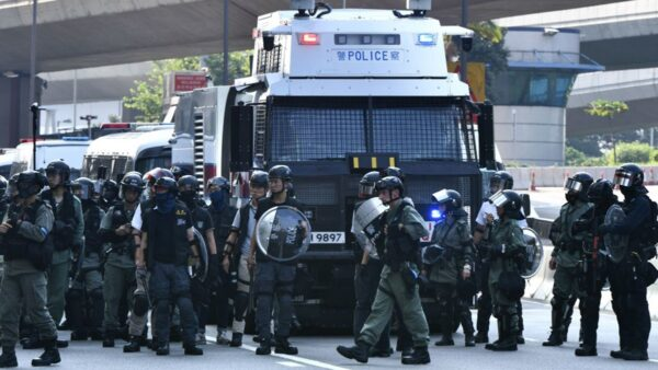 法媒:北京强行闯关香港 中港关系已难回头