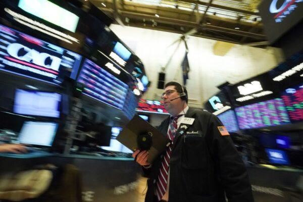 金融战开打 白宫阻止联邦退休基金投资中企