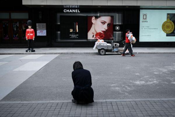 """中国居民存款4月骤减8千亿 中下层开始""""吃老本"""""""