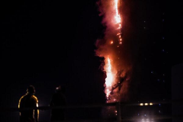 沙迦48层高楼大火 烈焰照亮夜空酿7伤