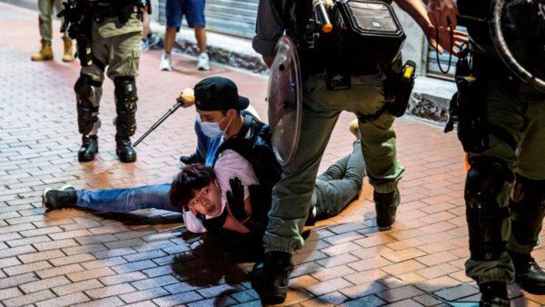 組圖:母親節港警暴力升級 施暴記者拘捕百人