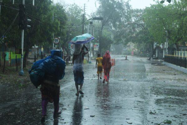20年來最強氣旋 挾時速185公里陣風襲擊印孟沿岸