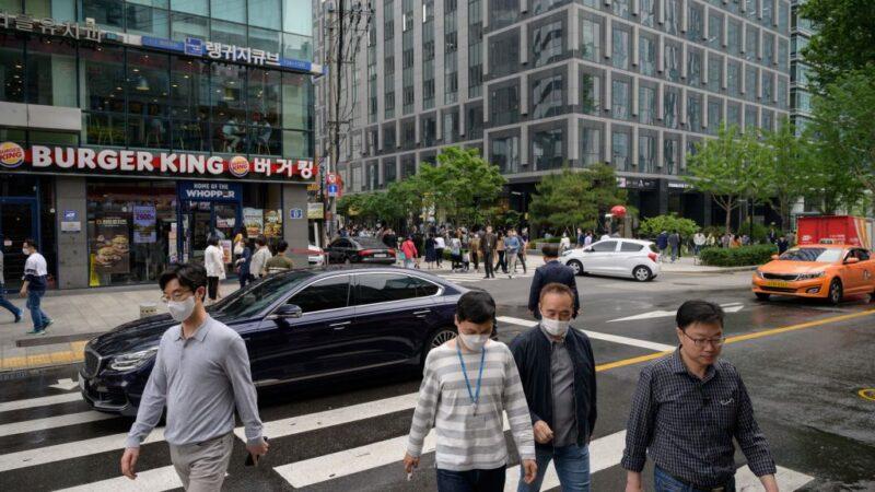 韓夜店群聚感染持續擴散 樂天擬出售121家門市