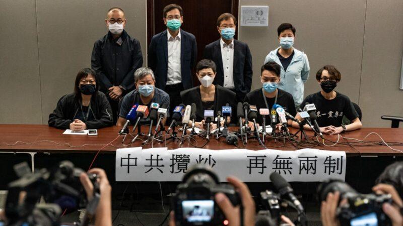 香港三名民主派议员突遭拘捕 曾阻港府推国歌法