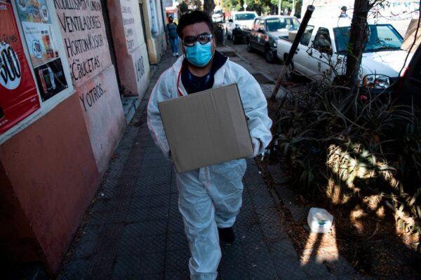 智利医疗体系紧绷 单日近5千人染疫包括2部长