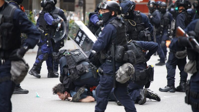 組圖:港人遊行抗議國安法 警方狂射催淚彈抓180人