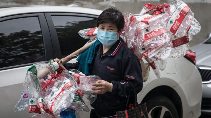 「勒緊褲帶過日子」 中國人回歸貧民生活